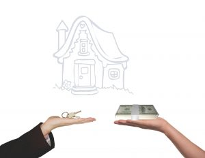Photo showing hands exchanging money for house keys. A realtor will help you find the perfect home in your price range.